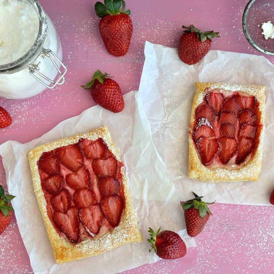 Γρήγορη σφολιάτα με φράουλες