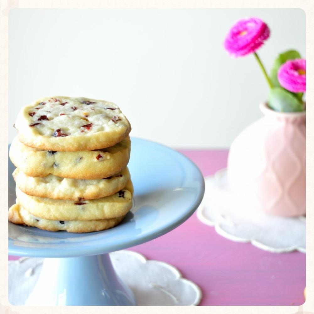 Βουτυρένια μπισκότα με cranberries