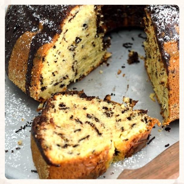 Αφράτο κέικ με τρούφα σοκολάτας