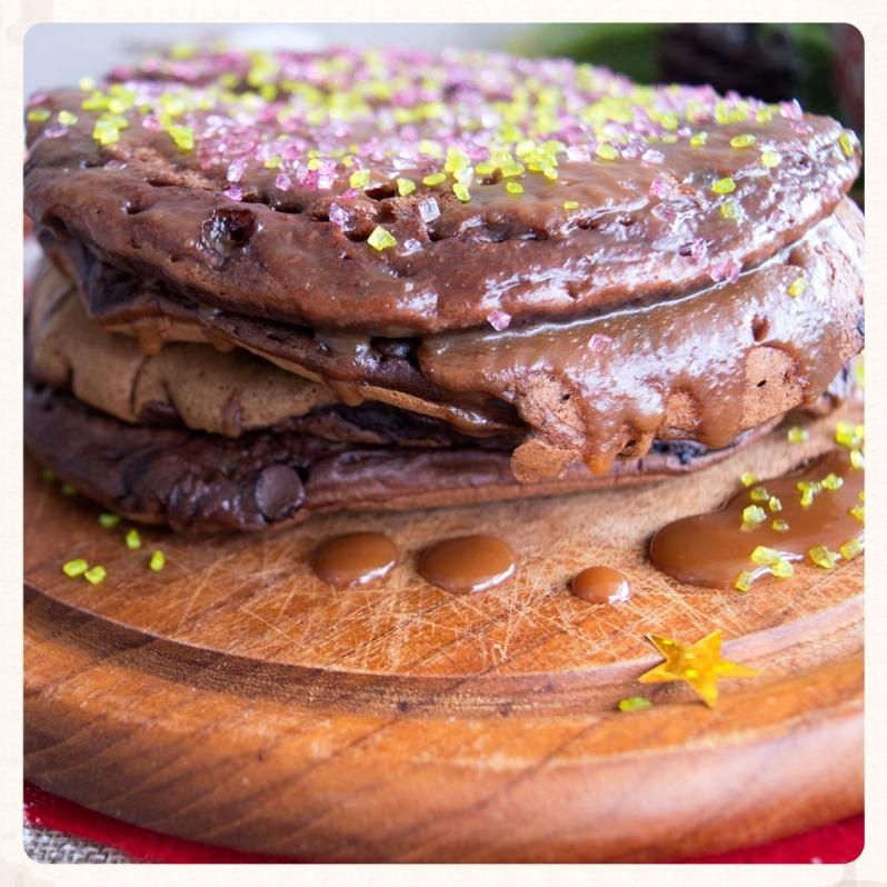 Σοκολατένια pancakes με σάλτσα αλμυρής καραμέλας