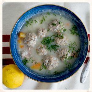 Γιουβαρλάκια αυγολέμονο: η απόλυτη σούπα του χειμώνα