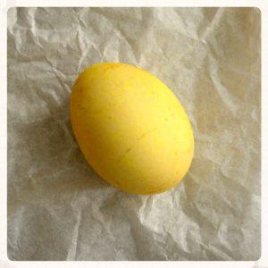 Βάψιμο με κουρκουμά σε κίτρινο χρώμα