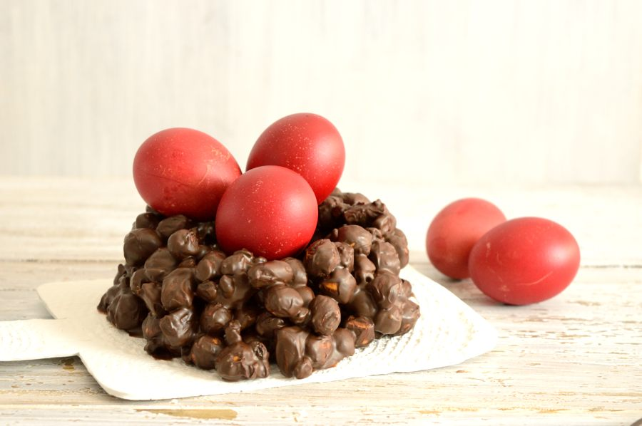 σοκολατένια πασχαλιν΄η φωλίτσα