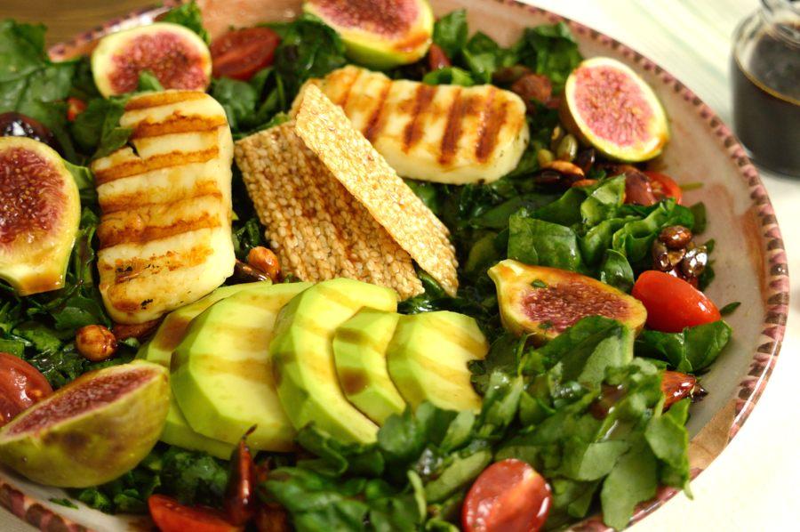 Σαλάτα super food με κρέμα μπαλσάμικου