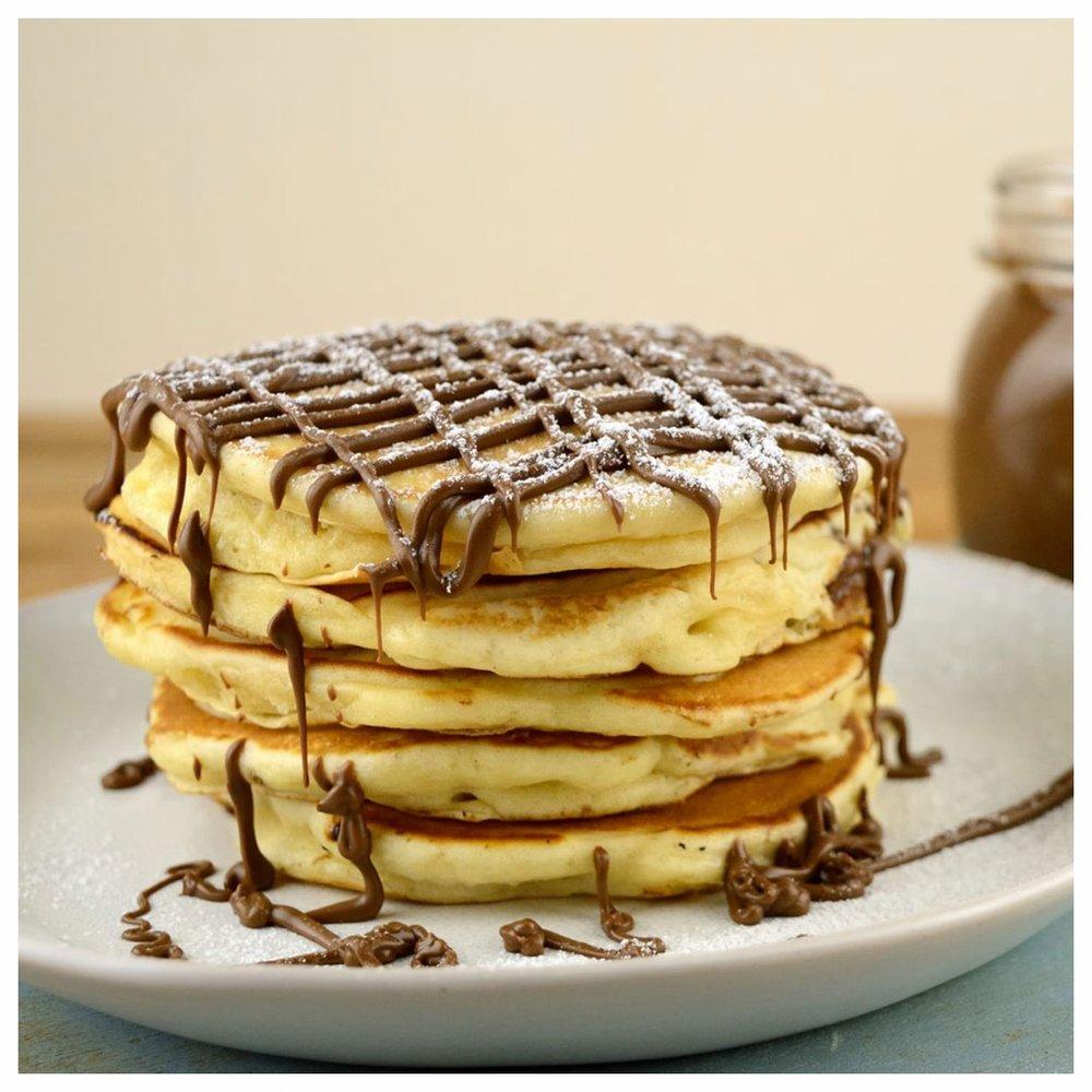 Pancakes γεμιστά με πραλίνα φουντουκιού