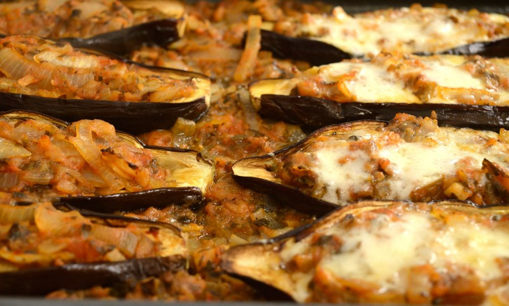 Μελιτζάνες στο φούρνο με σάλτσα ντομάτας