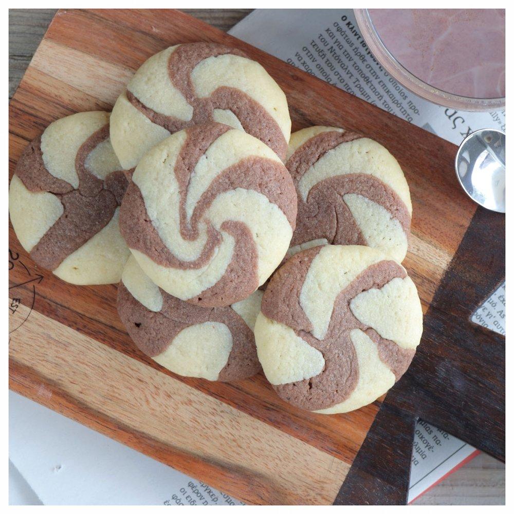 Ελικοειδή μπισκότα βανίλια – σοκολάτα