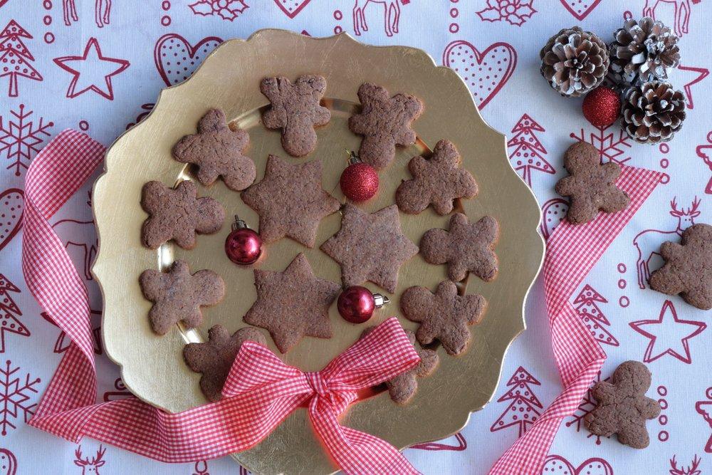 Υγιεινά σοκολατένια μπισκότα με τζίντζερ και κανέλα