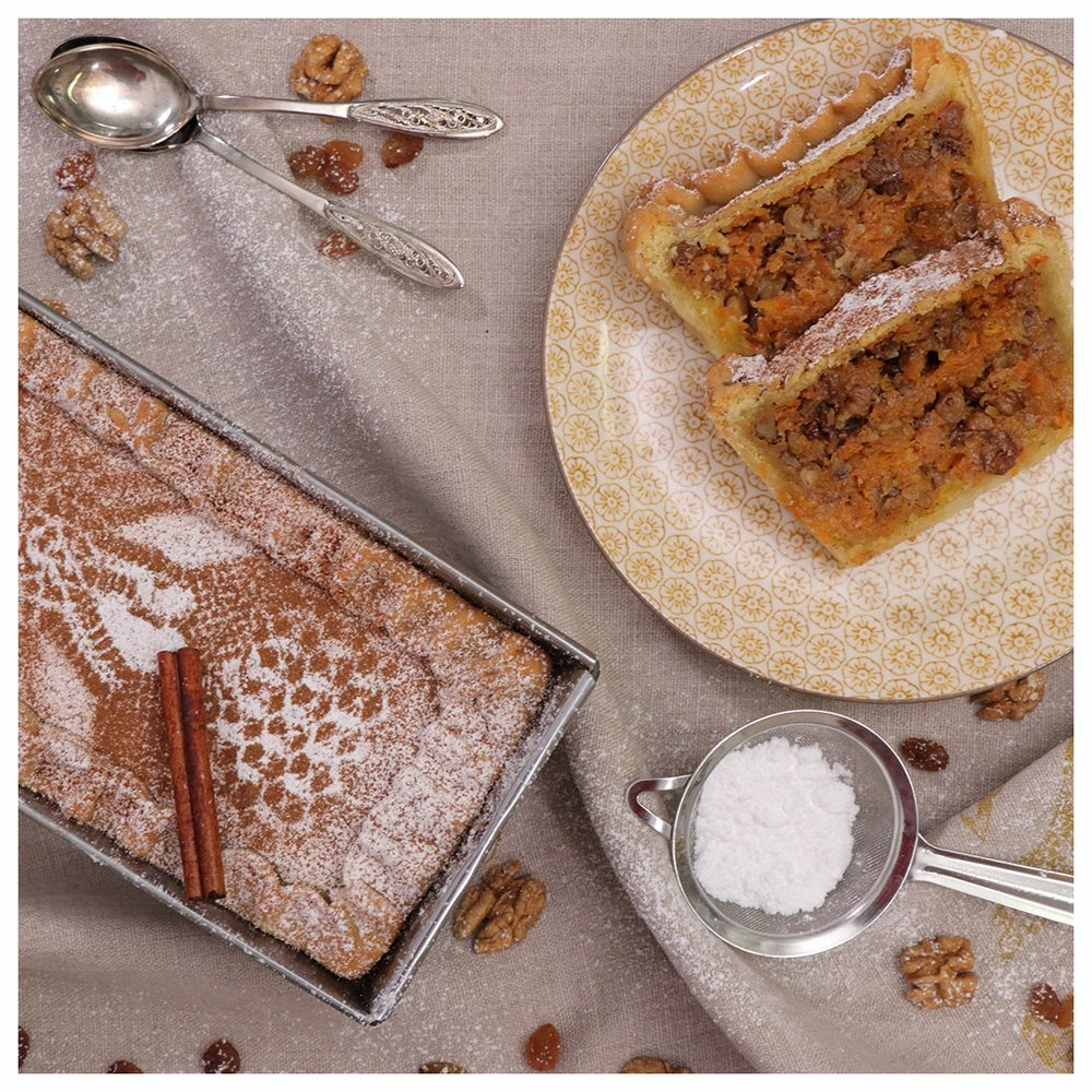 Γλυκιά νηστίσιμη κολοκυθόπιτα με καρύδια και σταφίδες