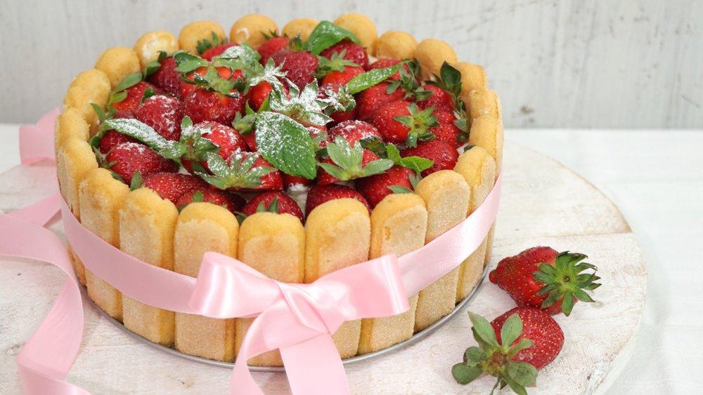 Τούρτα Σαρλότ με φράουλες