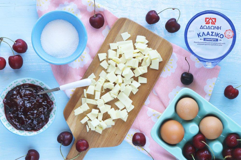 Μους γιαουρτιού με λευκή σοκολάτα