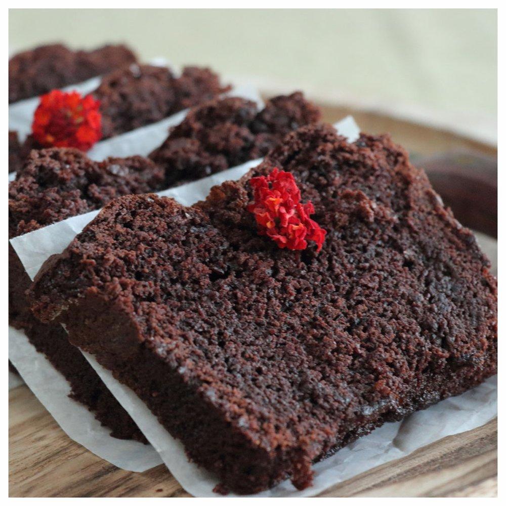 Νηστίσιμο σοκολατένιο κέικ με ταχίνι