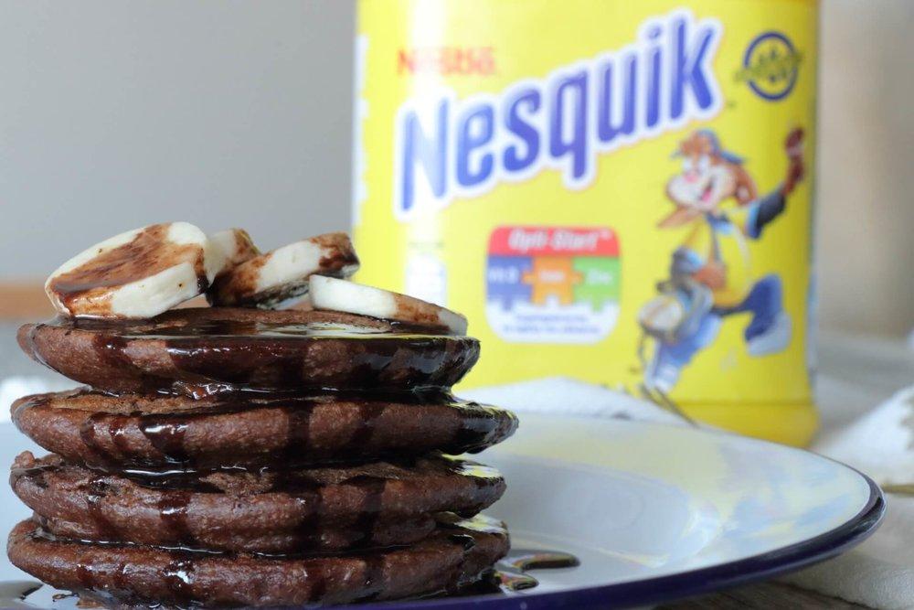 Σοκολατένια pancakes γεμιστά με μαρμελάδα