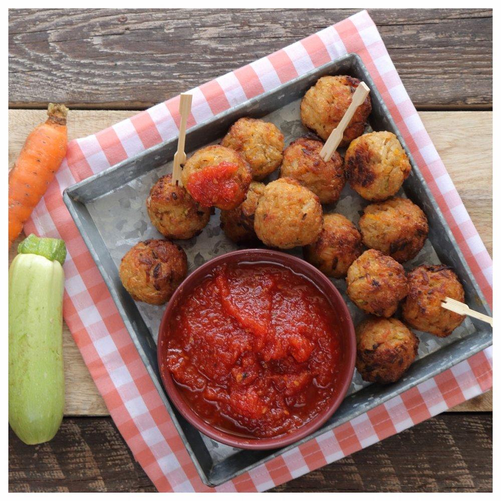 Ρυζομπαλίτσες με λαχανικά και σπιτική κέτσαπ