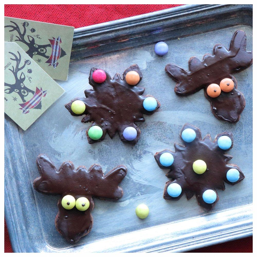 Χριστουγεννιάτικα μπισκότα με σοκολατένιο γλάσο