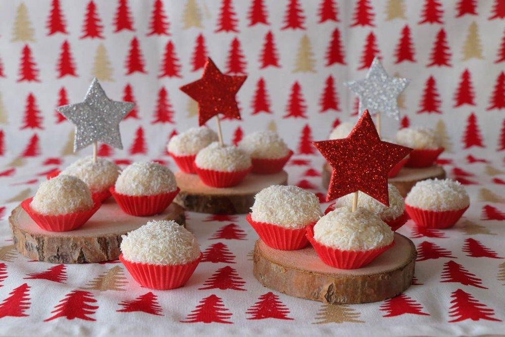 Χριστουγεννιάτικα σοκολατάκια με αμύγδαλα και καρύδα