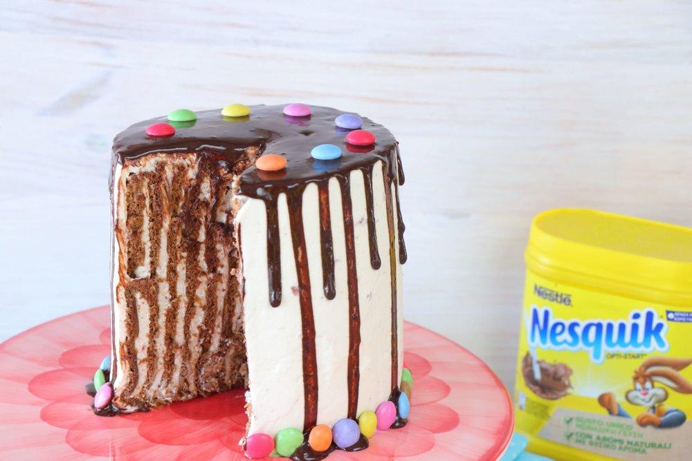 Κάθετη τούρτα με σοκολάτα και φράουλα