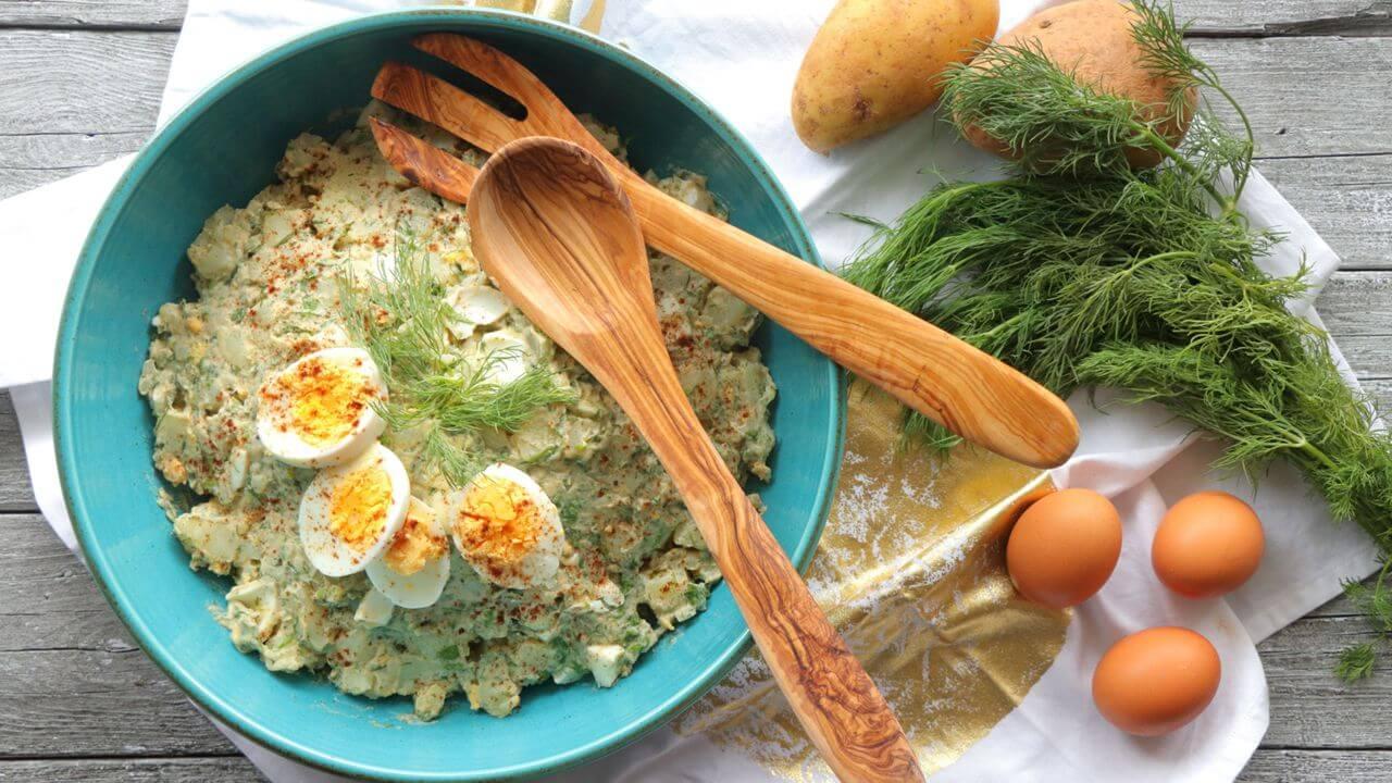 Εύκολη πατατοσαλάτα με αυγά