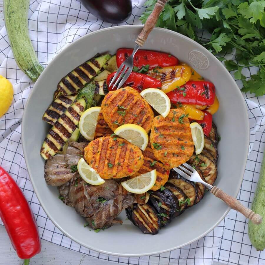 Μπιφτέκια κοτόπουλου με λαχανικά