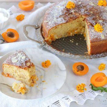 κέικ με βερίκοκα και αμύγδαλο