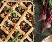 Παντζαρόπιτα με φέτα και κουκουνάρια
