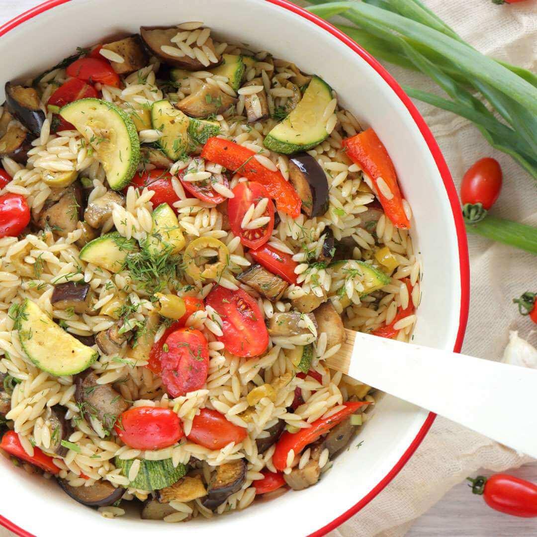 Σαλάτα με κριθαράκι και λαχανικά