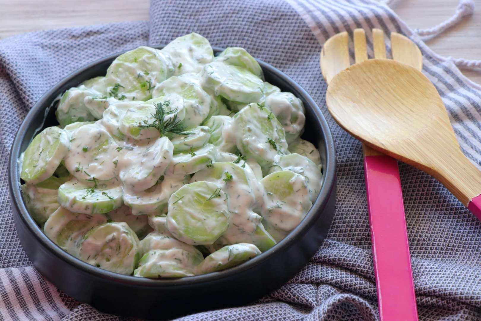 Σαλάτα με αγγούρι και γιαούρτι