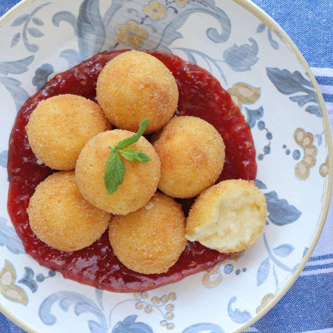 Κροκέτες φέτας με μαρμελάδα ντομάτας