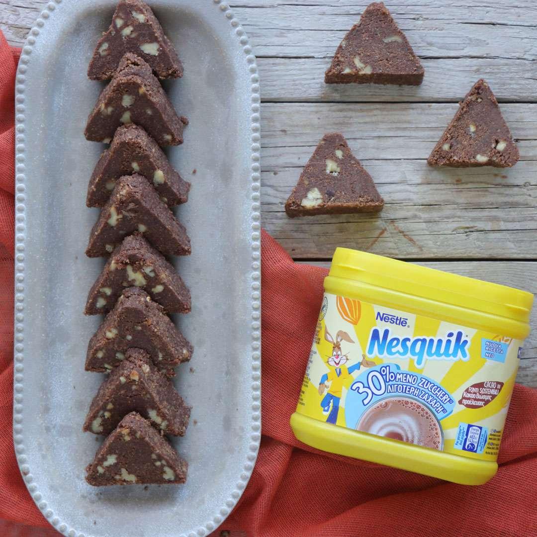 Σοκολατένια τρίγωνα με καρύδια χωρίς ψήσιμο